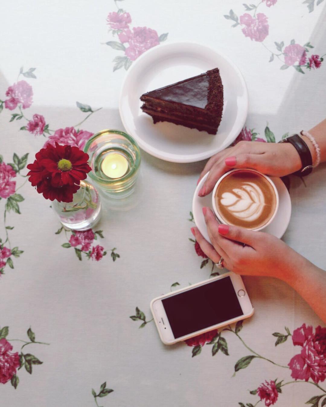 alittlebitofredcafe cafeyab 6