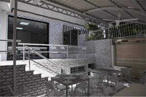 مدام کافه تهران