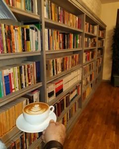 کافه کتاب ققنوس 3