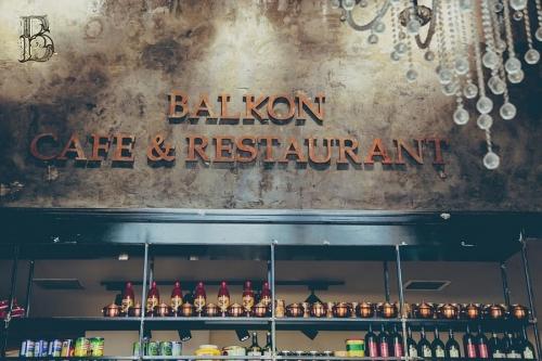 کافه رستوران بالکن