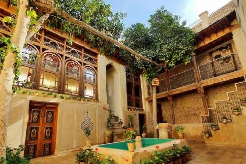 کافه موزه زرنگار